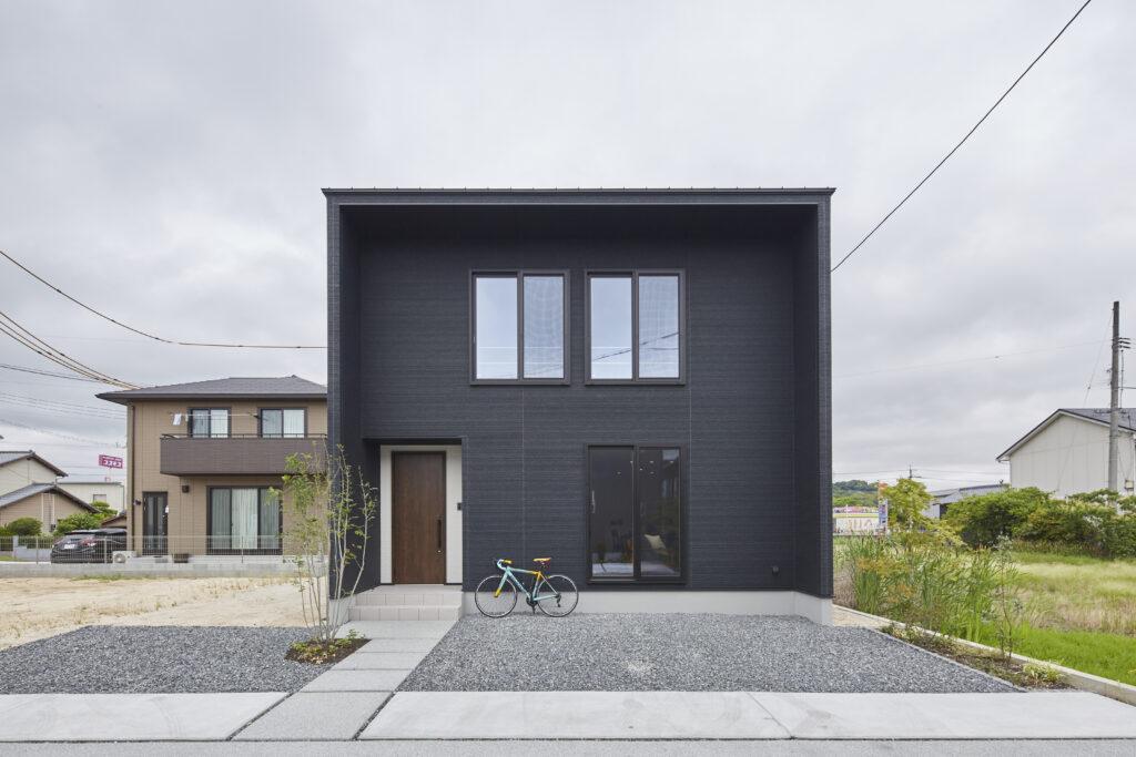 コンパクトでちょうどいい、四角いお家