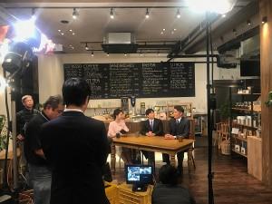 カフェで撮影